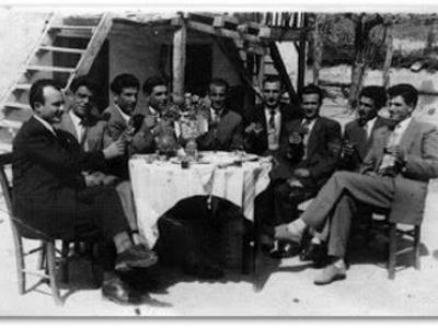 EINE GRUPPE VON FREUNDEN IN FOURKA (1950 - 1960)